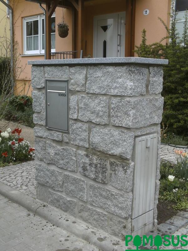 pomosus garten und landschaftsbau granitmauer mit briefkasten und elektro hausanschlu. Black Bedroom Furniture Sets. Home Design Ideas